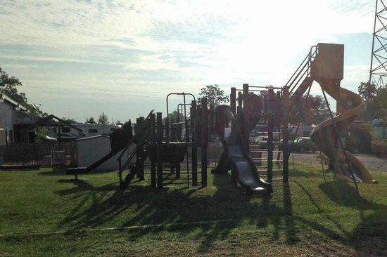 Pavillion RV Park: Play area