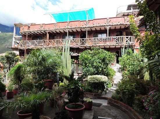 Jardines de Chamana: main building