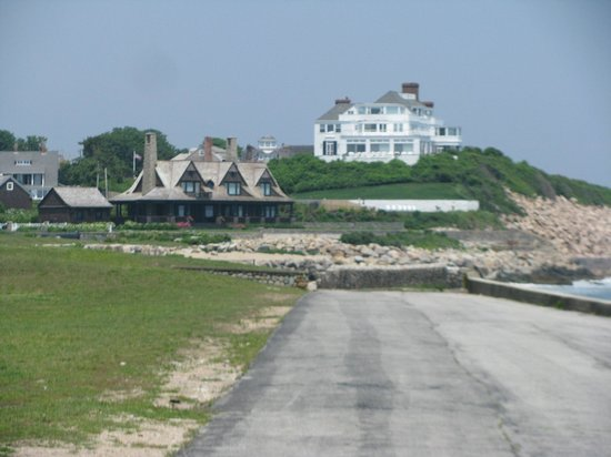 Watch Hill Lighthouse: Spectular summer homes as you walk to lighthouse
