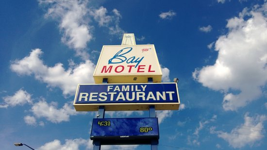 Bay Motel: Military Ave