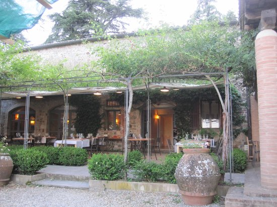Badia di Coltibuono: Outdoor seating