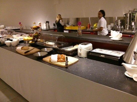Hotel des Inventions: Breakfast buffet