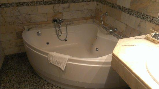 Aparthotel Casa Vella: bañera hidromasaje inmejorable paquete romantico...alguien da mas por tan poco? Gracias al perso