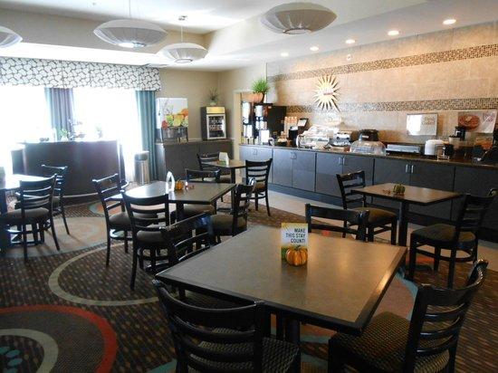 La Quinta Inn & Suites Columbus - Edinburgh : Breakfast area