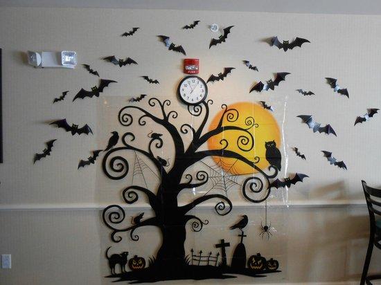 La Quinta Inn & Suites Columbus - Edinburgh : Fall decorations in the dining area