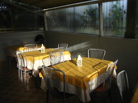 Betty's House: Veranda per la colazione