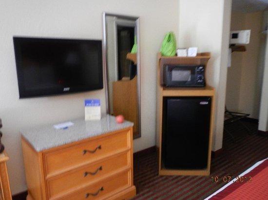 Best Western Center Inn: TV Microwave Fridge