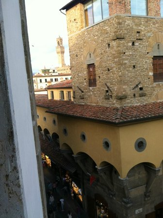 Pitti Palace al Ponte Vecchio : View of the Ponte Vecchio from our room