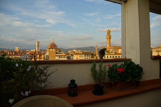 Pitti Palace al Ponte Vecchio: View from where you can eat breakfast and enjoy happy hour.