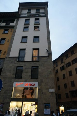 Pitti Palace al Ponte Vecchio : Looking at the hotel from the outside
