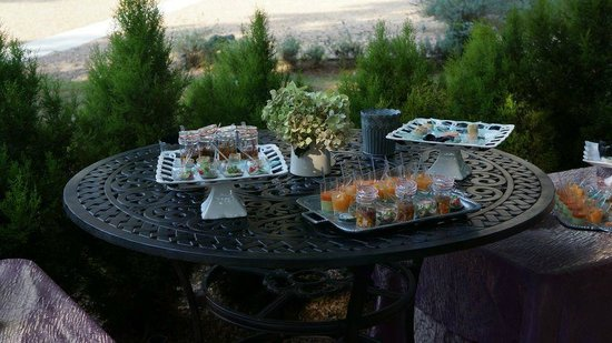Chateau de Challain: Canapes on the wedding day