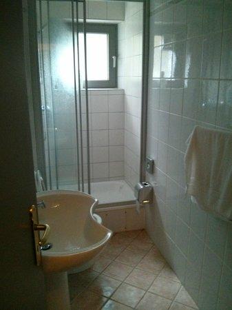 Leonardo Inn Hotel Hamburg Airport: Bathroom