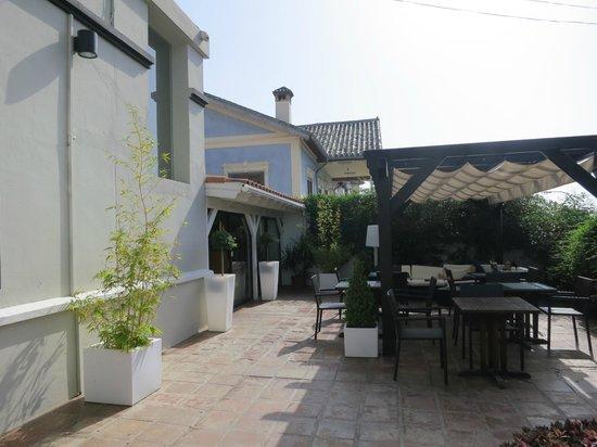 Hotel Domus : entree hotel en terras