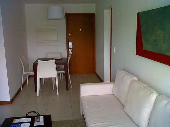 Real Colonia Hotel & Suites: living-comedor