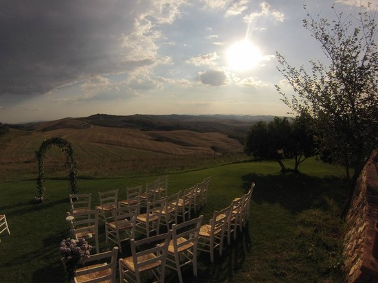 Podere Finerri: Wonderfule setting for the wedding veremony - all facilitated by the lovely owners