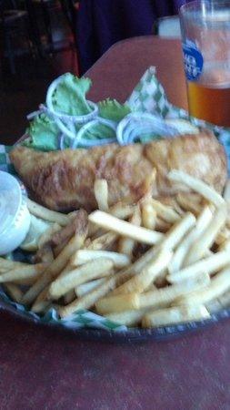 Whistle Binkies Olde World Pub : Walleye sandwich