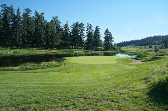 The Rise Golf Course: Beautiful pair of holes on the front 9
