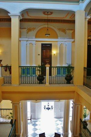 Hotel E Ordono: Bedroom door
