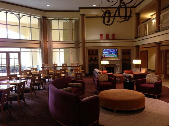 La Quinta Inn & Suites Atlanta Perimeter Medical: Lobby & dining area