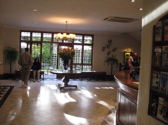 Queens Hotel: Foyer