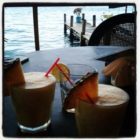 Buena Vista: Disfrutando el Happy Hour (Piña Colada, Margaritas)