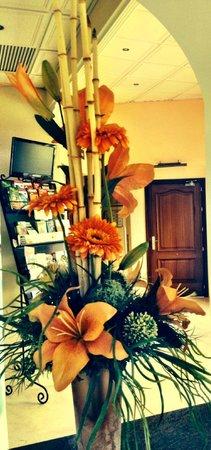 Hotel Parasol Garden: Interior on thw way to hotel's restaurant