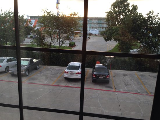 Best Western Windsor Pointe Hotel & Suites-At&T Center : View out of the room