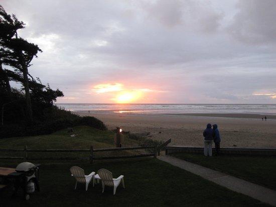 Schooner's Cove Inn : sunset