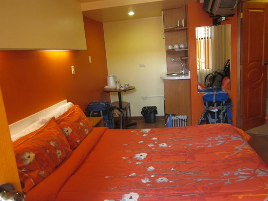 El Mariscal Cusco : Another view of our room and kitchenette