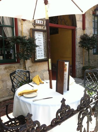 Old City House Inn and Restaurant: Outdoor dining
