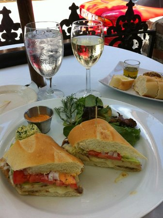Old City House Inn and Restaurant: Chicken Sandwich Special