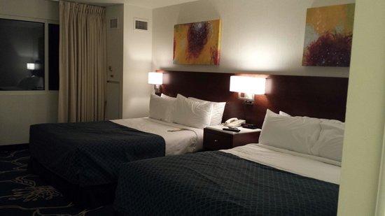 Tropicana Evansville: Room
