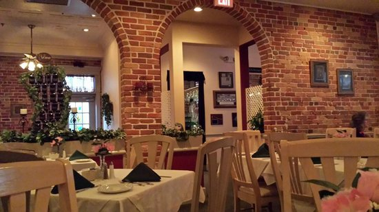 Chops Restaurant & Lounge: A beautiful interior to highlight your dinner with those special people
