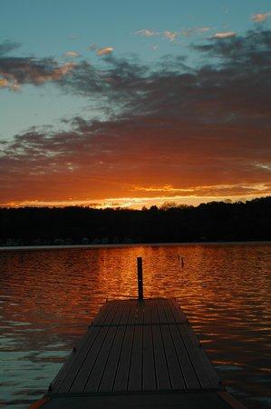 Hampton Inn Geneseo: Conesus sunset.....