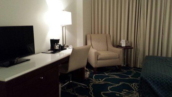Tropicana Evansville: Room lounge area