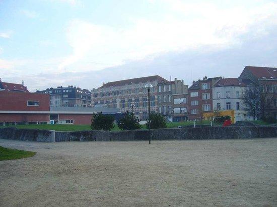 Husa President Park : The park across the hotel