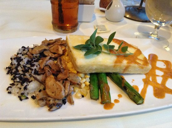 Merriman's: Vegetarian dinner:  Tofu, wild rice, mushrooms, corn and asparagus!  Delicious!!!