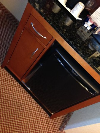 Hilton Garden Inn Niagara-on-the-Lake : The fridge/microwave/coffee station