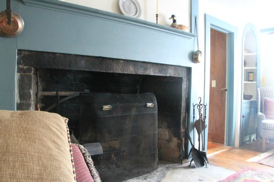 The Henry House Inn : colonial cooking hearth