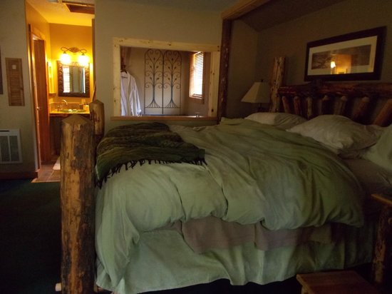 Carson Ridge Luxury Cabins : Beautifully Constructed Bed (Comfortable, too!)