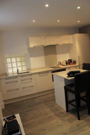 L'Escapade Versaillaise : kitchen area