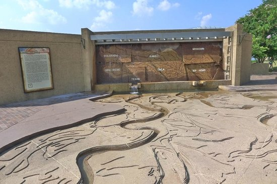 Mud Island River Park : the wall, too