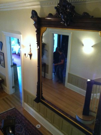 Inn at 202 Dover : Entrance hallway from stairs