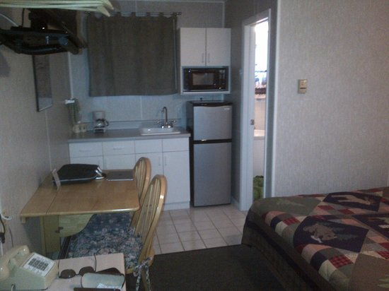Lakeside Motel: Main Room - Fantastic value with nice amenities