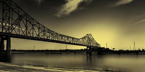 Laclede's Landing: St. Louis Riverfront