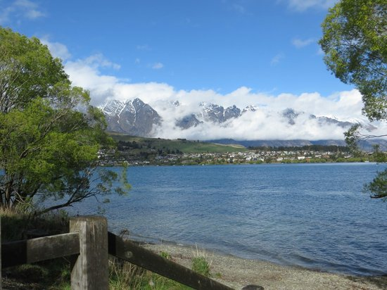 Villa Del Lago : View walking around lake into town
