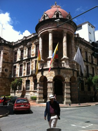 Pumapungo Museum and Arqueological Park - MCYP: The front of the Bank/museum