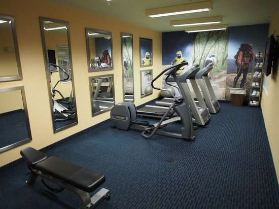TownePlace Suites Manchester-Boston Regional Airport : Exercise Room