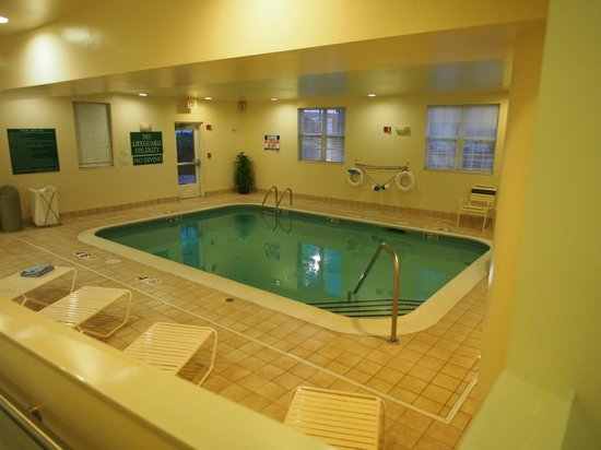 TownePlace Suites Manchester-Boston Regional Airport : Indoor Pool #2