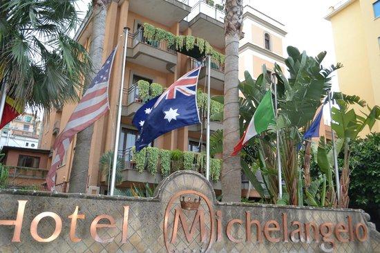 Michelangelo Hotel : Facade